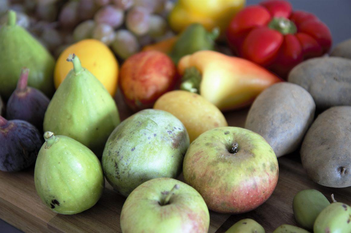Obst und Gemüse von der Seite