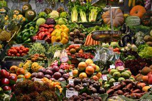 Markt voller Obst und Gemüs